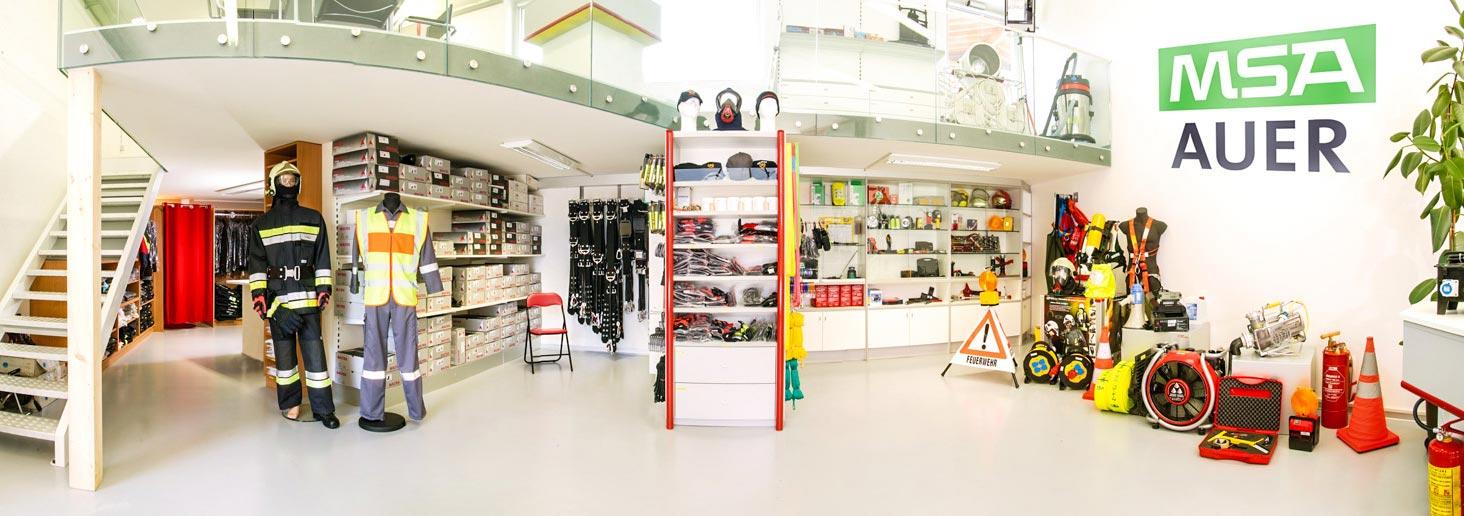 Kofler-Fahrzeugbau-Showroom-technische-Ausruestung-