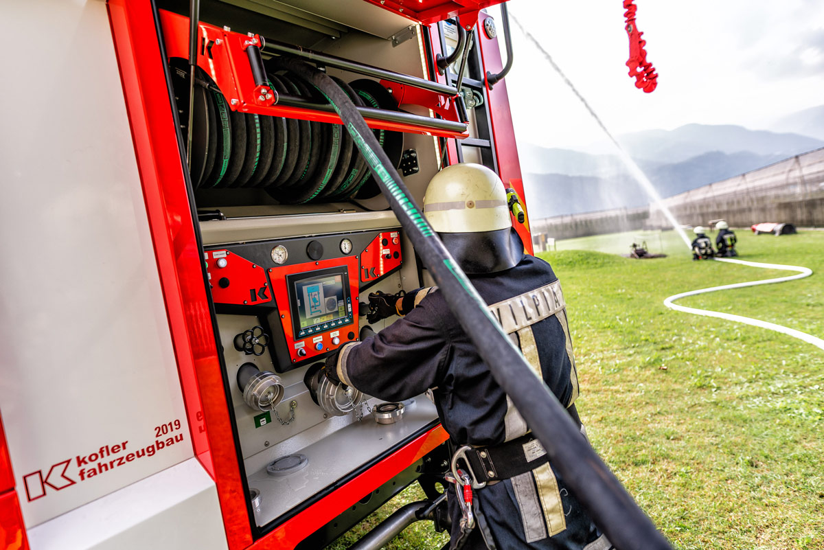 Kofler Fahrzeugbau CAN BUS Fahrzeugsteuerung und Pumpenbedienstand